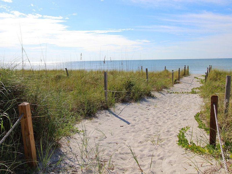 Great Summer Value! Beach front private home in South Seas Resort Captiva., vacation rental in Saint James City
