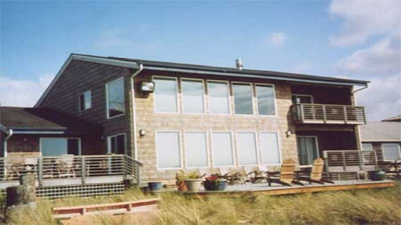 REDUCED   RATES..Beautiful oceanfront home.  Easy rental., Ferienwohnung in Seaside