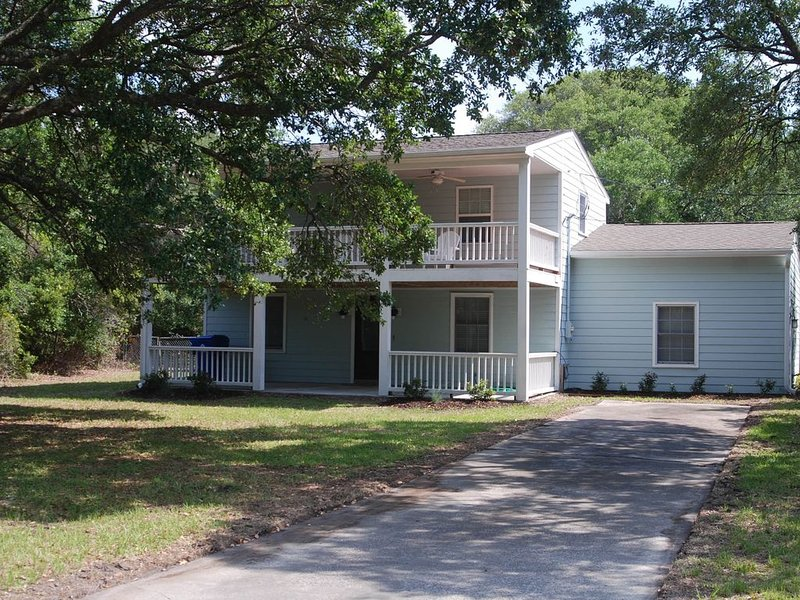 Family affordable & close enough to all the fun stuff!, location de vacances à Harkers Island