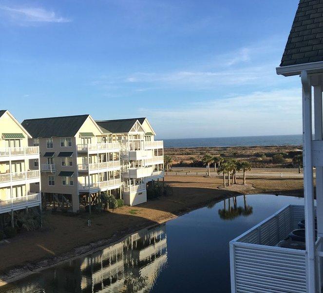 Oceanview Top Floor Islander Villa, Elevator, Linens/Beach Chairs/Umbrella  Incl, vacation rental in Ocean Isle Beach