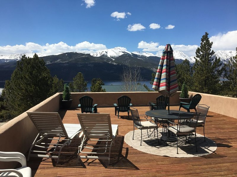 Beautiful Serene Log-Adobe House Overlooking Twin Lakes, vacation rental in Twin Lakes