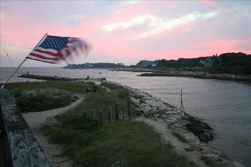 Waterfront Cottage surrounded by beach, location de vacances à Mattapoisett