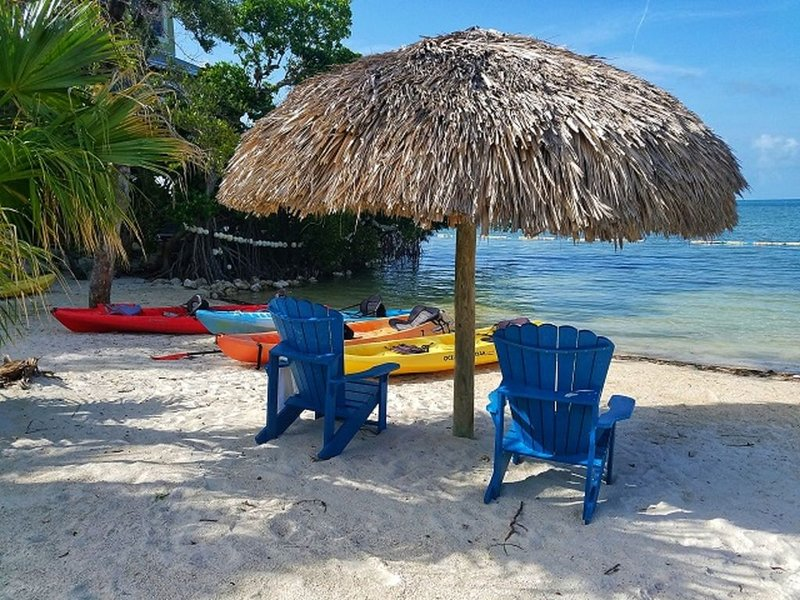 Island Paradise~ Beach~Pool~Kayaks~Paddle Boards~ Water Views~ Priceless!, casa vacanza a Conch Key