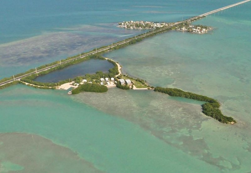 Island Paradise~Beach~ Pool~  Kayaks~ Paddle Boards~ Water Views~ Priceless!, casa vacanza a Conch Key