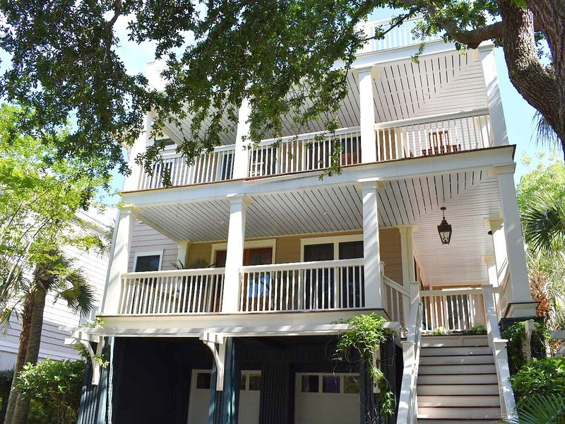 Beautifully decorated 5 bed, 6 total bath/4 full bath home., location de vacances à Isle of Palms