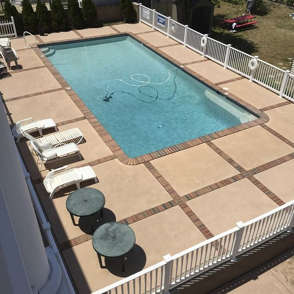 2-Bd Condo, Pool and Views of Sunset Lake. Watch the fireworks from the porch!, aluguéis de temporada em Wildwood Crest