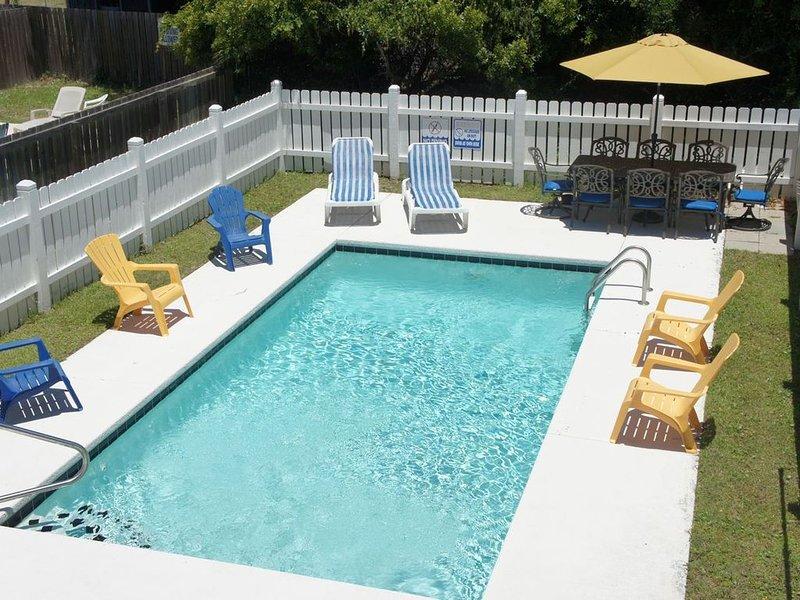 Family Friendly Home, All-inclusive pricing, & Close to Beach and Pier!, location de vacances à Garden City Beach