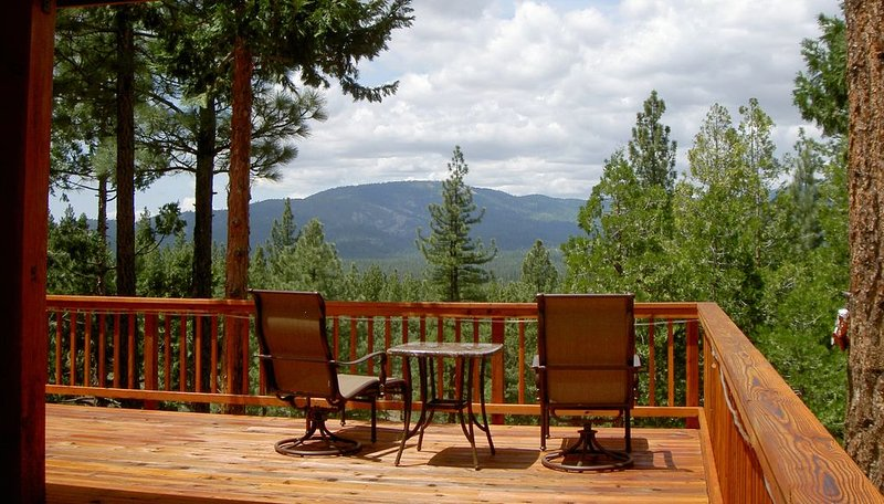 Extraordinary cabin offers perfect blend of coziness, lavishness, and privacy., vacation rental in Sierra City