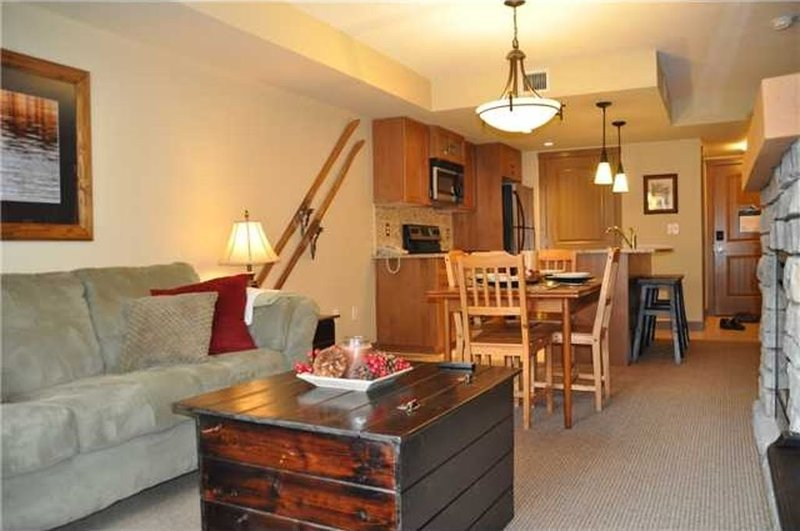 Luxury 2 Bedroom Condo Near Canmore/Banff - $750/Week!!!, vacation rental in Seebe