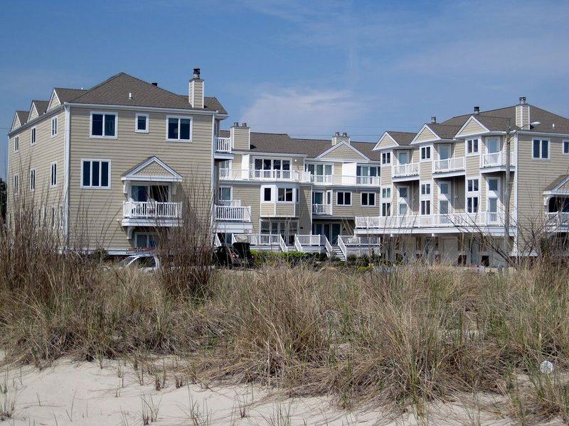 BEACHFRONT , BEACH CHAIRS & BIKES INCLUDED, holiday rental in Cape May