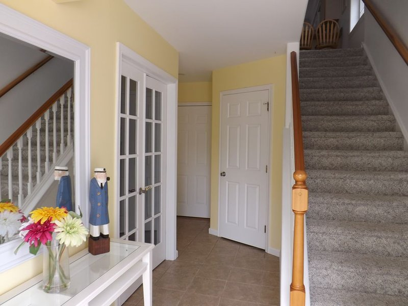 SUMMER '21! 4 BR townhome steps to the beach w/ sunrise walks and sunset dinners, aluguéis de temporada em Wildwood Crest
