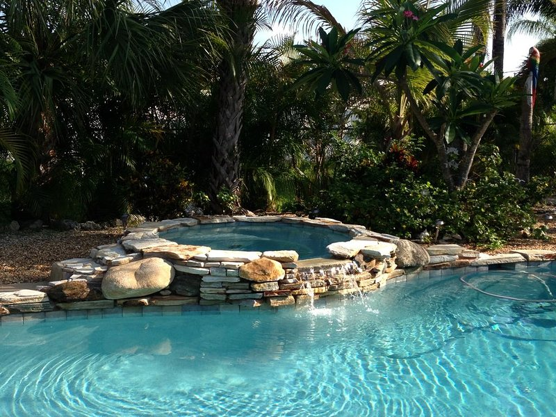 Discounted Rates for bookings made -7 nights or more  from June - Nov 7th , 2020, vacation rental in Fort Myers Beach