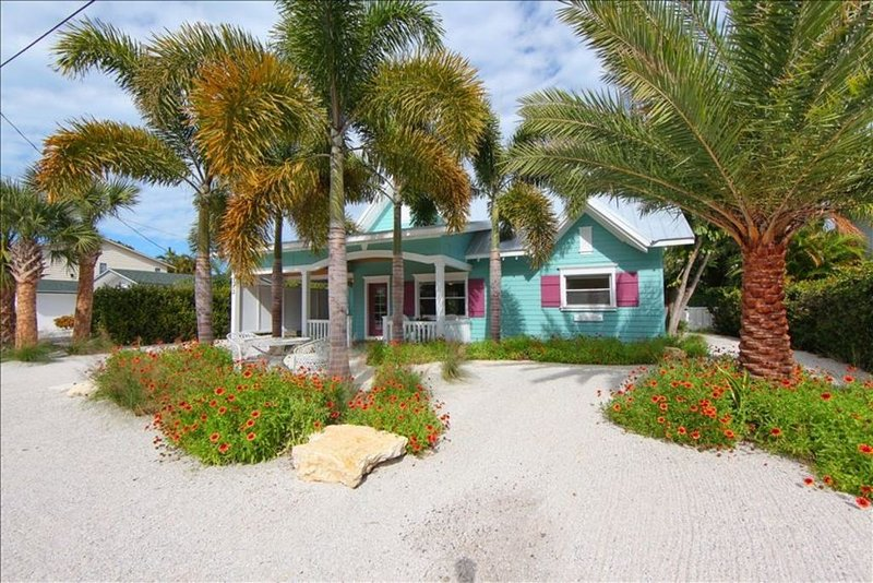 Vacation Home with pool/canal front/3 blocks to Gulf beach on Anna Maria Island, vacation rental in Anna Maria