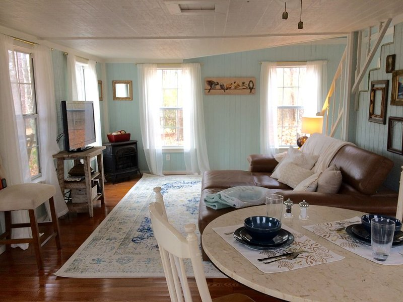 pencil me in at the Forget-Me-Knot cottage . . ., casa vacanza a Cedar Bluff