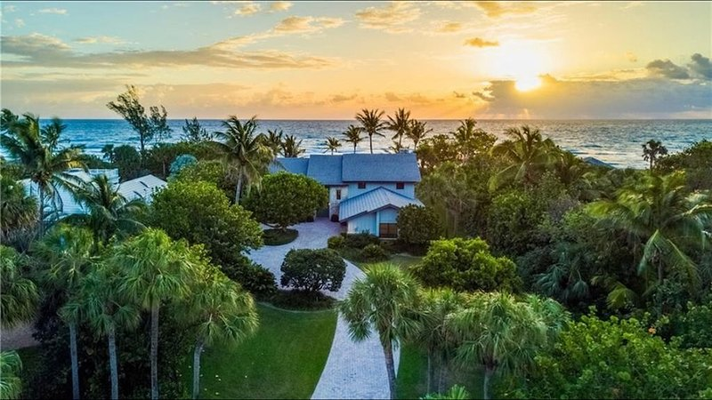 Private Relaxing Beachfront Getaway, holiday rental in Jupiter