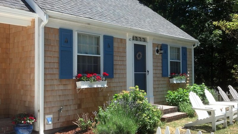 Charming 2 Bedroom Cottage in Historic Yarmouth Port, location de vacances à Cummaquid