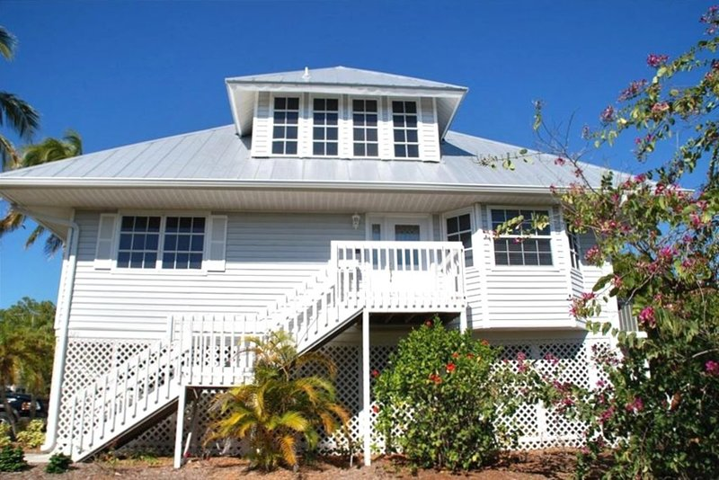 Old Florida Style Sanibel Home with Heated Pool, holiday rental in Sanibel Island