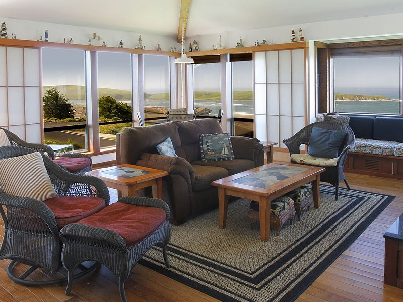 Comfortable Single Level Home. Large deck, views of the Ocean, vacation rental in Dillon Beach