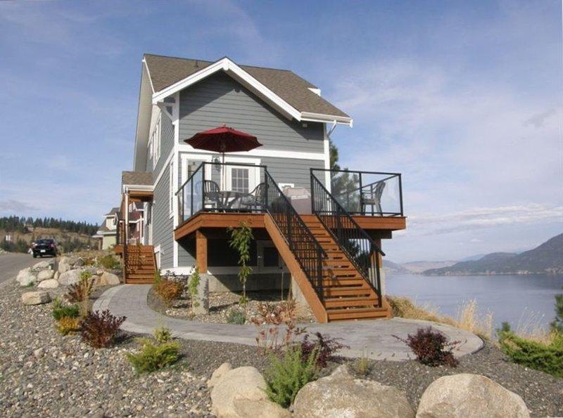 Peaceful Lake View Cottage, La Casa Resort, Okanagan Lake, vakantiewoning in South Fintry