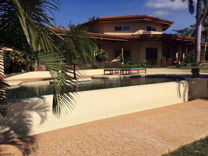Paradise! Private Beachfront Home with Pool on Gorgeous Playa Blanca, alquiler de vacaciones en Playa Junquillal