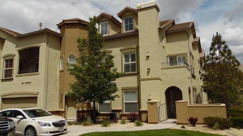 Upscale Townhome in gated community off Mt. Rose, holiday rental in Reno