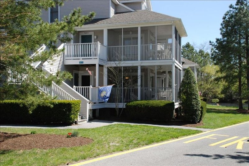 Bethany Beach Vista on Heron Lake with Wraparound Porch, holiday rental in Bethany Beach