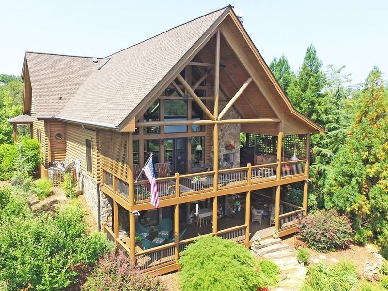 BOOK NOW  Lake and Mountain Views.Close to Blue Ridge!, holiday rental in Murphy