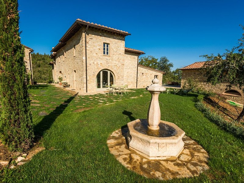 Beautiful 1BR Love Nest In a splendid Restored Farm. Pool, spa private terrace, vacation rental in Castellina In Chianti