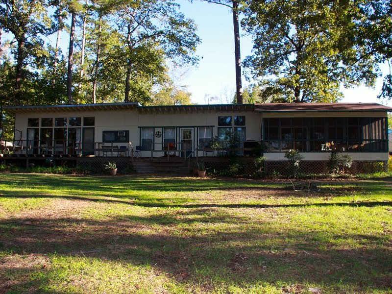 Relaxing Lake Front Property On Lake O the Pines Near Jefferson, Tx., alquiler vacacional en Jefferson