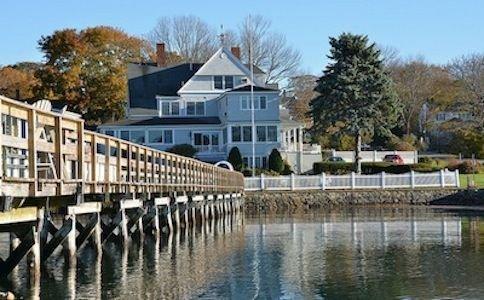 Beautiful Victorian Estate Overlooking the Atlantic Ocean and York Harbor, location de vacances à York Harbor