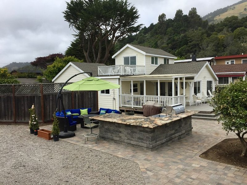 Comfortable Family Beach House, Steps from the Beach, holiday rental in Marin County