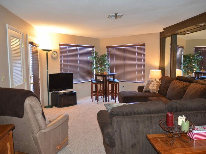 Ski in Ski Out, Seven Springs, 1 BR, 1 Bath, Balcony, on Slopes, Clean., vacation rental in Mount Pleasant