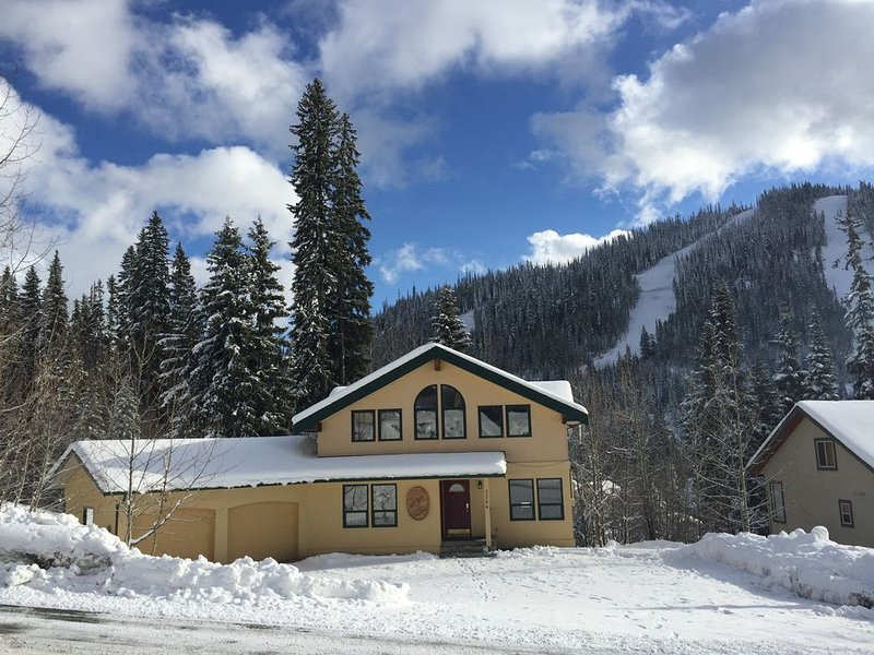 Sleepy Hollows Chalet  (Huge multi-family Chalet at Sun Peaks Resort) – semesterbostad i Sun Peaks