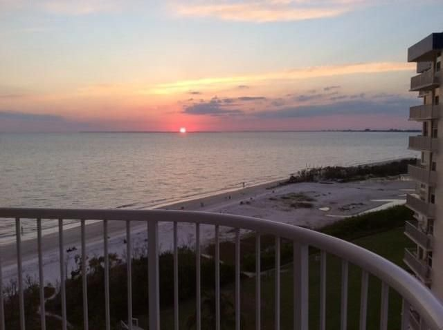 Beachfront,  2 bd/2 bth, 10th floor,  newly remodeled, vacation rental in Fort Myers Beach