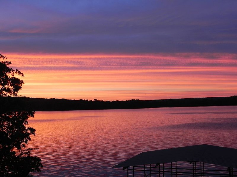 Lake Dardanelle Lakefront Cabin, holiday rental in Russellville