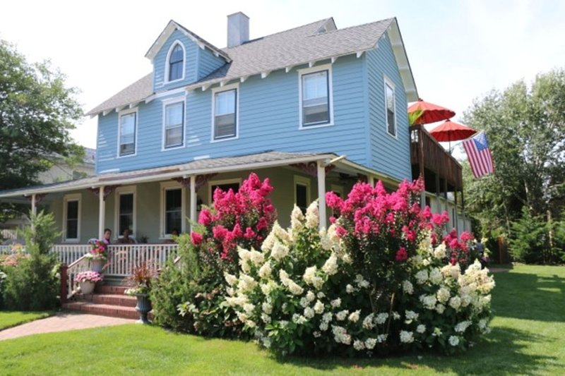 Lovely Oceanside Home In Historic District, holiday rental in Long Beach Island