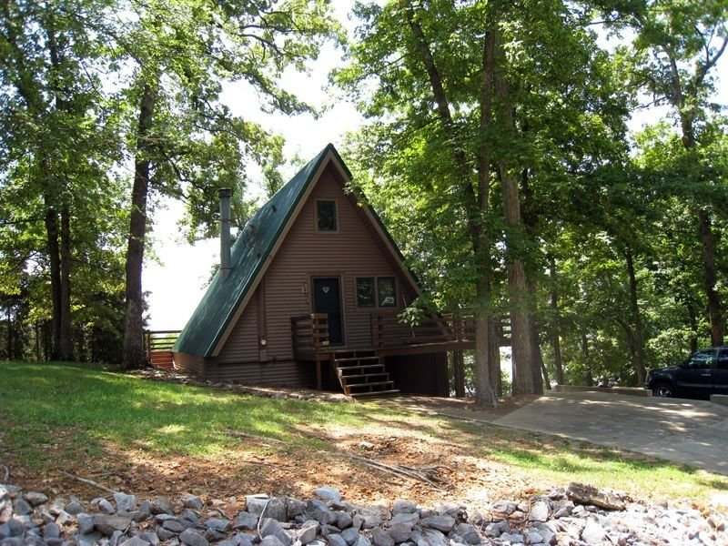 Charming Waterfront A-Frame Overlooking Lake Barkley., holiday rental in Golden Pond