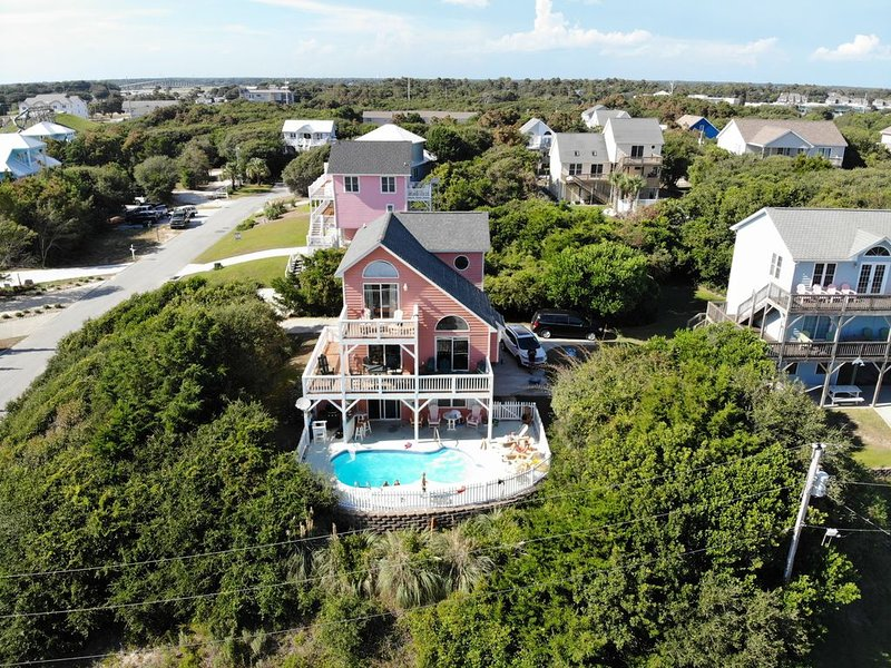 Pet-friendly Cottage with spectacular, unobstructed ocean views from every deck!, location de vacances à Île d'Émeraude