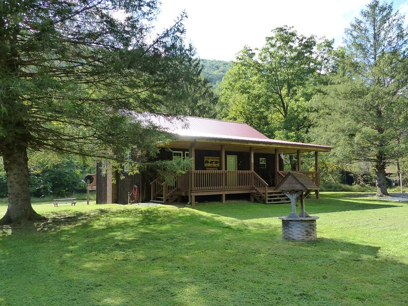 Rustic and all the comforts of home in the Heart of the Elk Range, location de vacances à Penfield