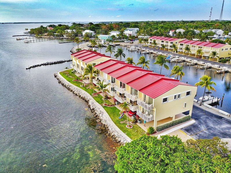 NEW LISTING!! Incredible Luxury Townhouse, ON the water! (boatslip included), location de vacances à Key Largo