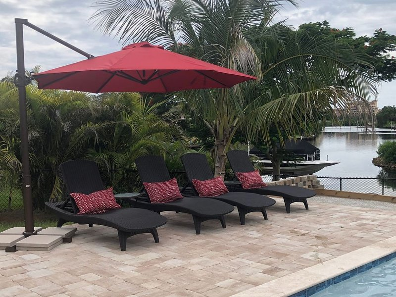 Waterfront Home near Siesta Key with a pool, holiday rental in Sarasota
