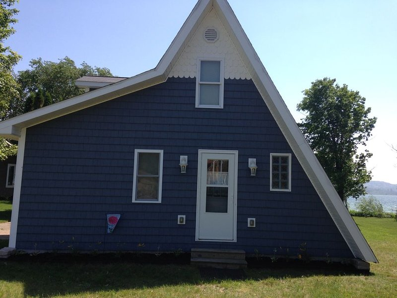 Conveniently Located Between Petoskey And Harbor Springs On All Sports Lake., vacation rental in Bay View