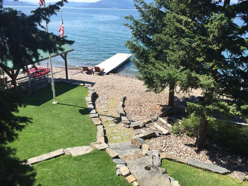 Yellow Bay Bliss on the East Shore of Flathead Lake with Prime Beach Frontage, casa vacanza a Rollins