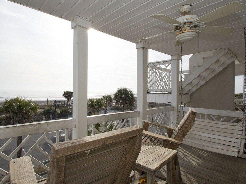 South Beach Oceanfront Condo on the Strand, location de vacances à Wilmington Island