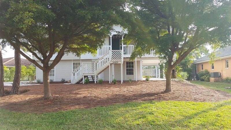 A Peaceful Florida Stilt Home On A Quiet Cul-de-sac Overlooking A Golf Course., alquiler de vacaciones en Bokeelia