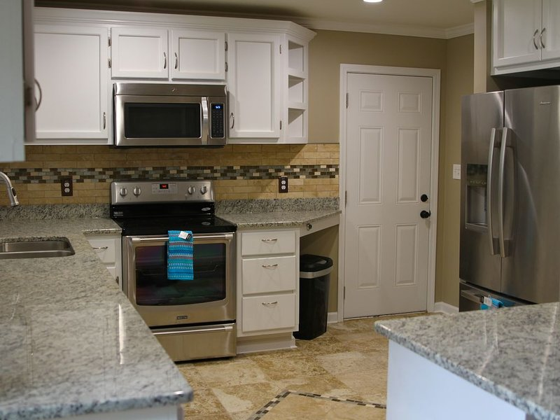 3 Bedroom / 3 Full Bath Fully Furnished Home For Rent., vacation rental in Jonesboro
