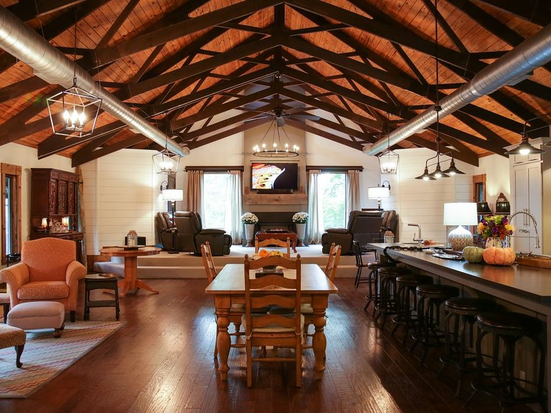 ALABAMA�LOWER RATE -CHRISTMAS RETREAT � 5000 sq.ft. Fayetteville Mt. Sequoyah, vakantiewoning in Fayetteville