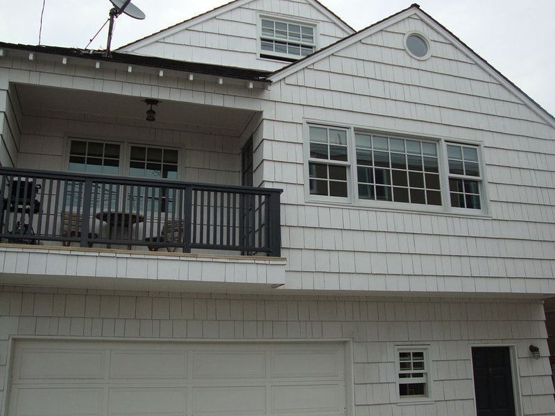 Balboa Peninsula 3 story property. Ocean and Bay views. Great location., vacation rental in Newport Beach