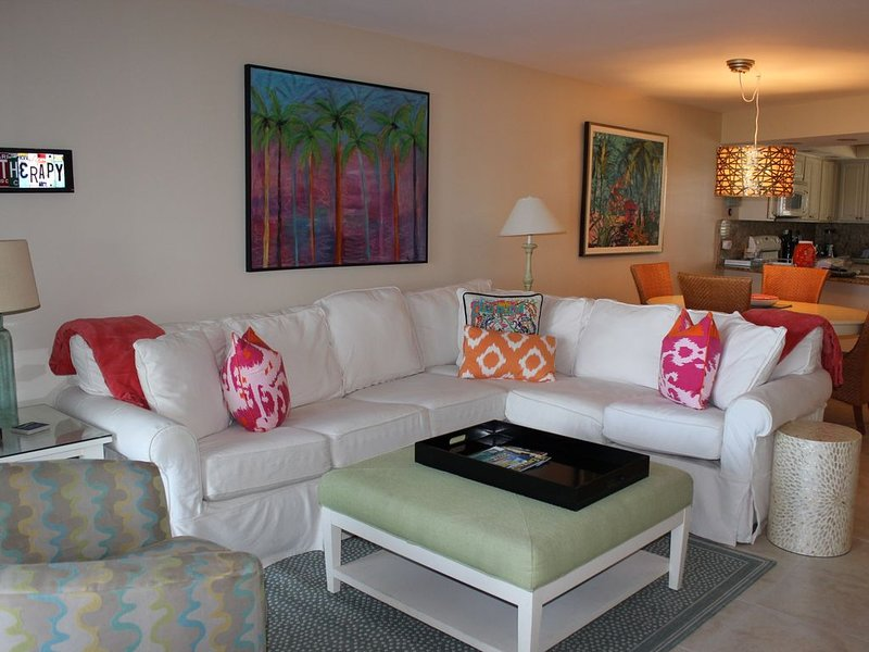 WE ARE OPEN! BEACHFRONT CONDO IN BEACHSIDE ONE BUILDING. TRAM SERVICE INCLUDED., vacation rental in Miramar Beach