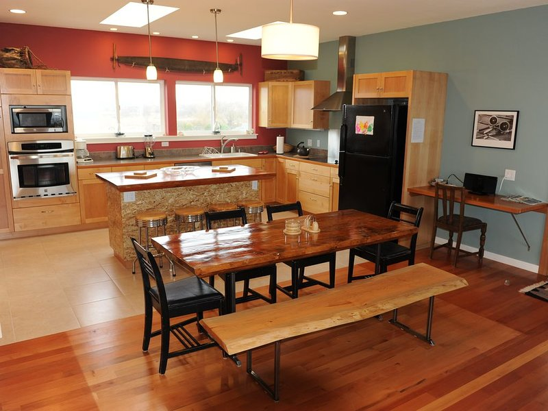 Beach Life-Dungeness Beach House, No Bank Waterfront, Ferienwohnung in Clallam County
